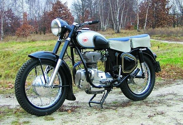Motocykl AWO SIMSON SPORT-250 produkowany w byłym NRD w latach 1950-61.